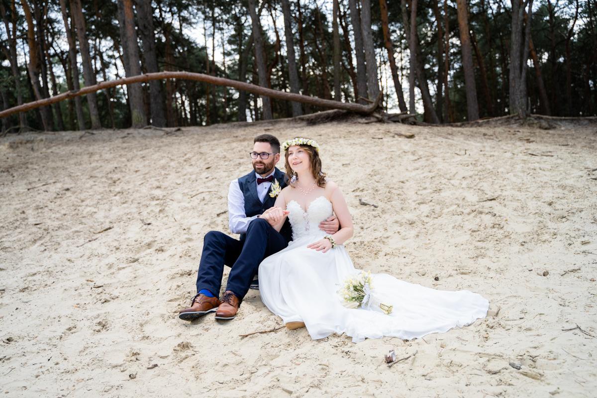 Gemeinsames Picknick in den Dünen Hochzeit Bassum Hochzeitsfotografin bremen
