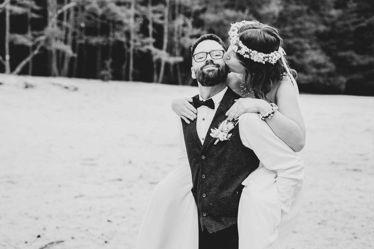 Huckepack Kussbild Hochzeitsfotograf bremen