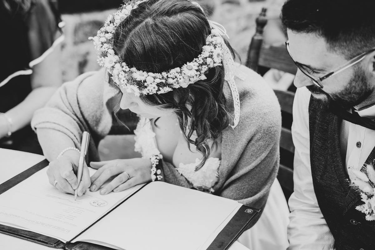 Unterschrift im DStandesamt Hochzeitsfotografin bremen Bassum Freudenburg