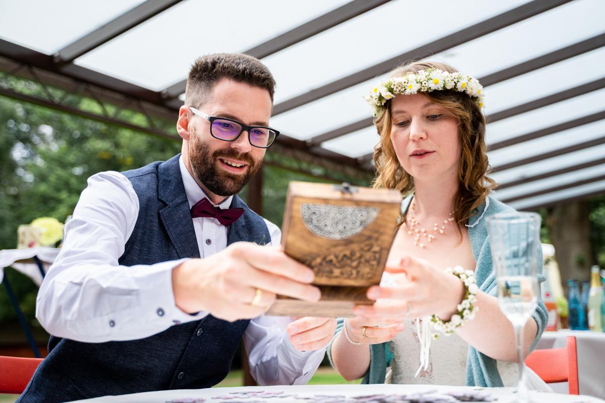 Gemeinsames Spiel Puzzle für das Brautpaar Hochzeitsfeier mit Hochzeitsfotograf bremen
