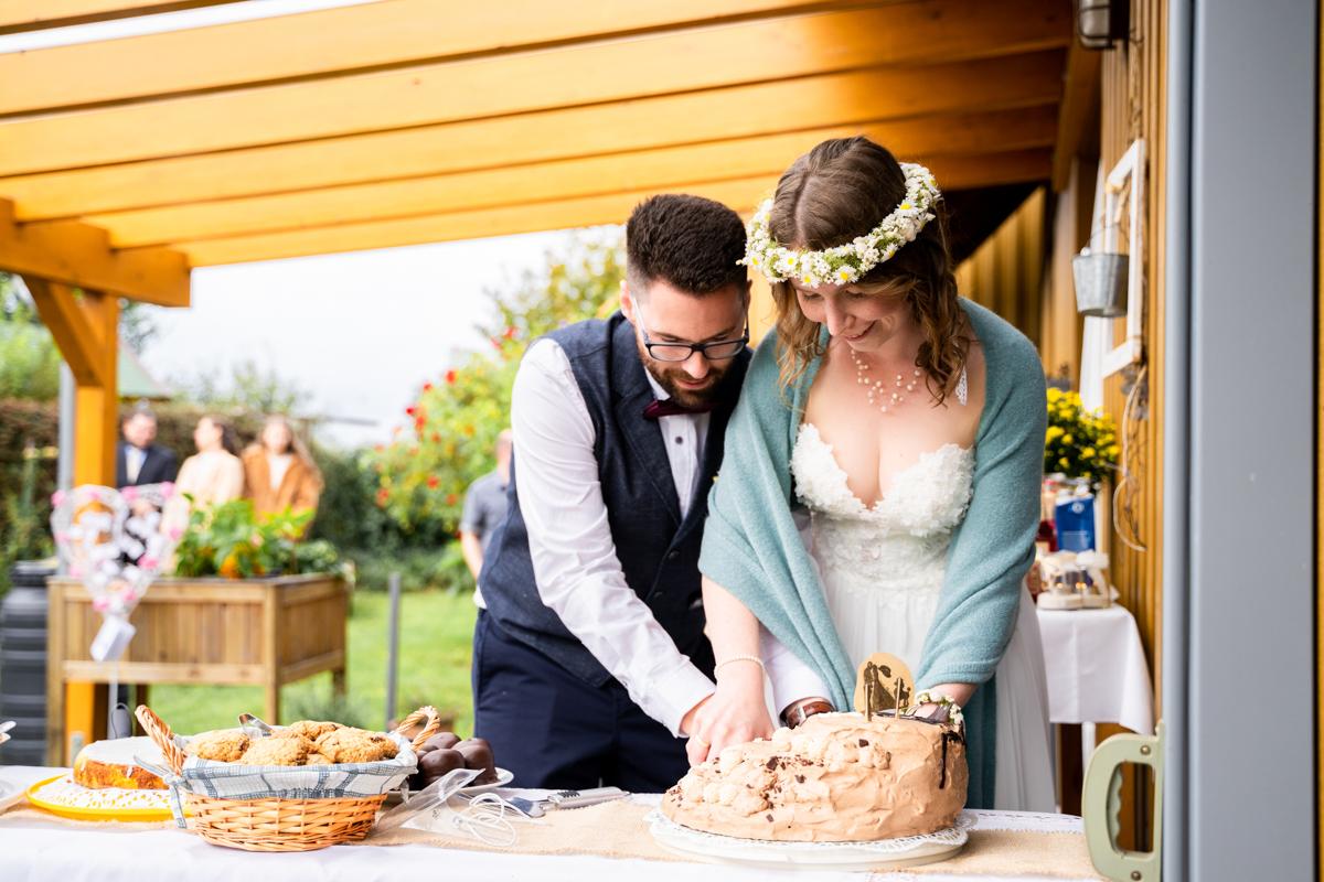 Anschnitt der Hochzeitstorte Bassum
