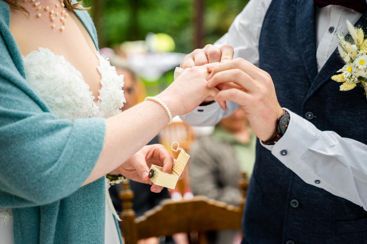 Detailbild Ringtausch Hochzeitsfotograf bassum