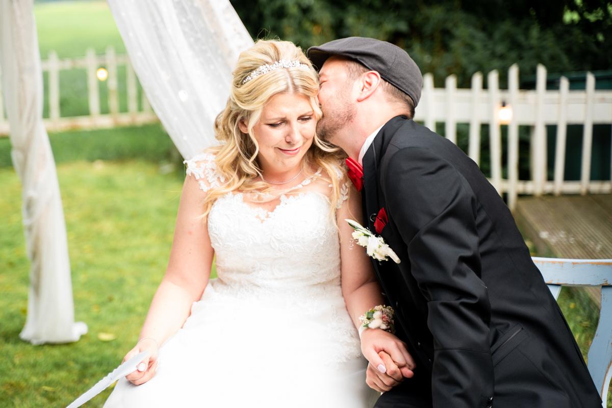Emotionaler Moment des Brautpaares Hochzeitsfotos Bremen