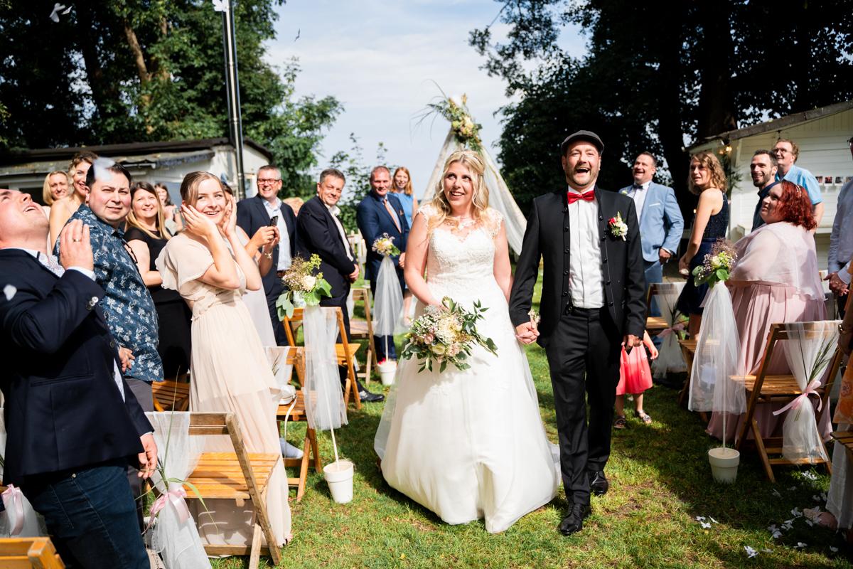 Auszug nach der freien Trauung Bremen Hochzeitsfotos