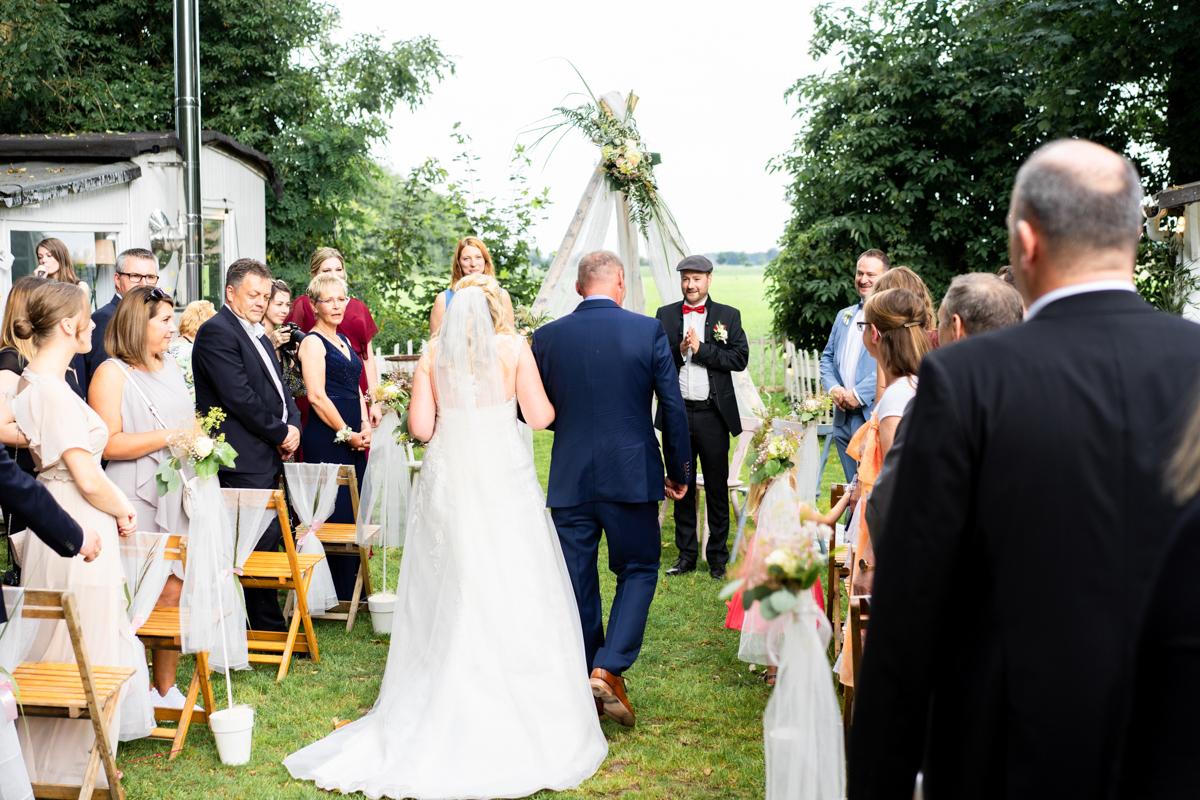 Einzug Brautpaar freie Trauzeremonie Hochzeitsreportage Bremen