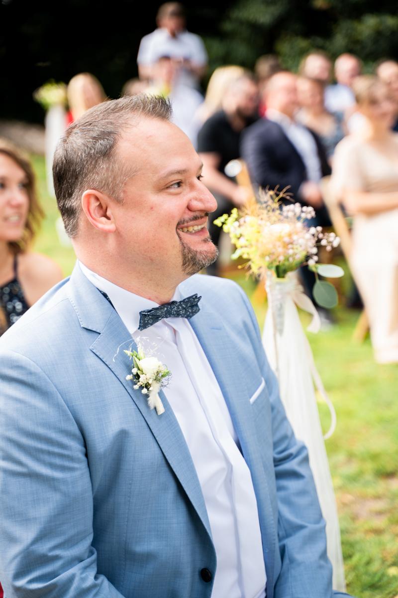 Trauzeuge freut sich für das Brautpaar Hochzeitsfotograf bremen