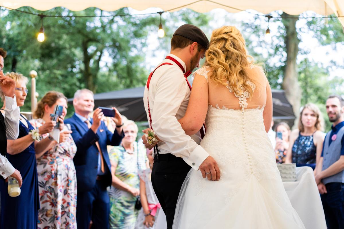 Hochzeitsfotograf Bremen Anschnitt der Hochzeitstorte