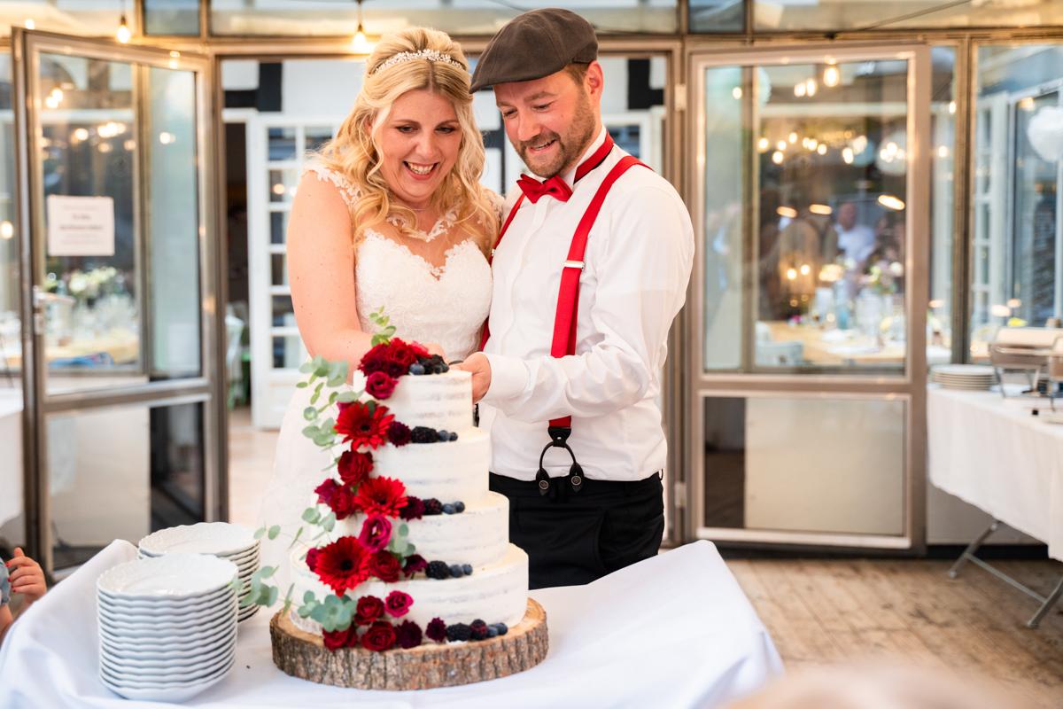 Hochzeitstorte anschneiden Bremen Hochzeitsfotograf