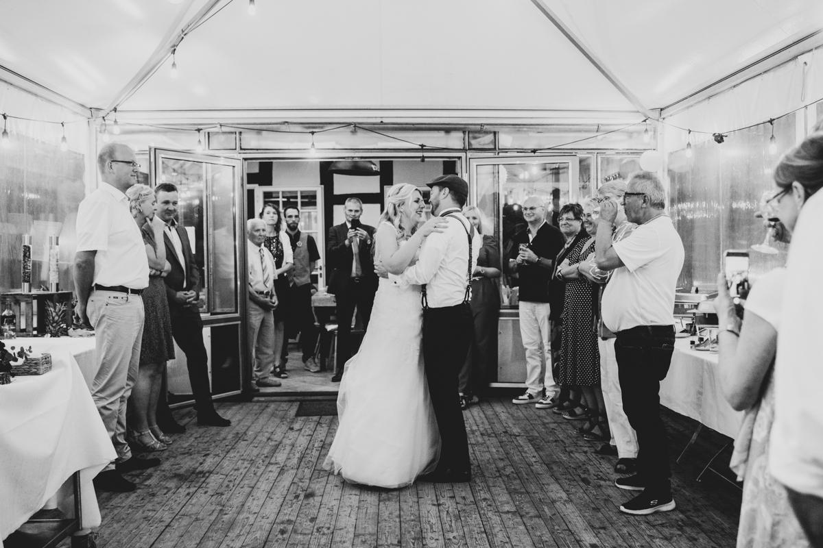 Hochzeitstanz im Wintergarten Landhaus am Deich Hochzeitsfotograf Bremen