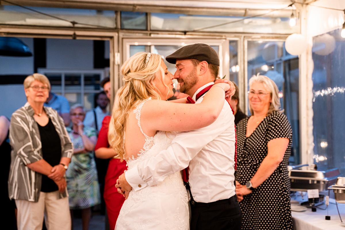 Ehrentanz Hochzeitsfotograf Bremen Brautpaar tanzt