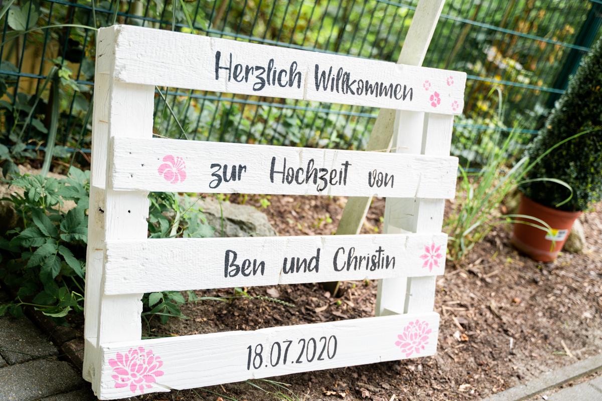 Holzpalette zur Hochzeitsfeier