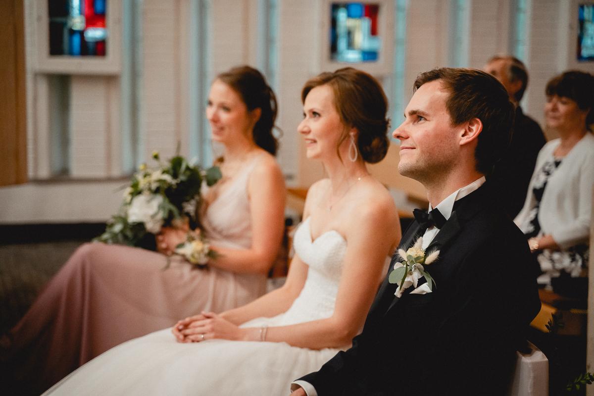 Brautpaar bei der kirchlichen Trauung Hochzeitsfotos Bremen