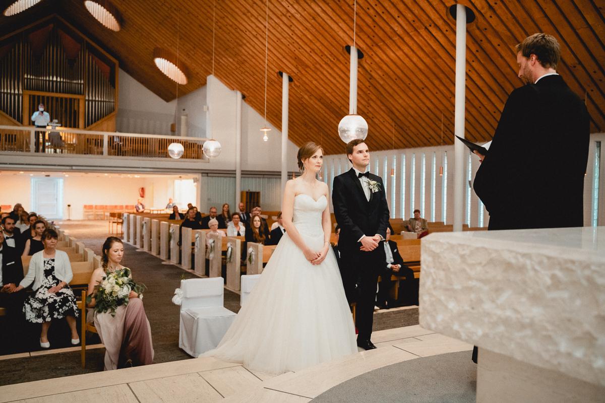 Jawort in der Kirche Hochzeitsfotos während der Trauung