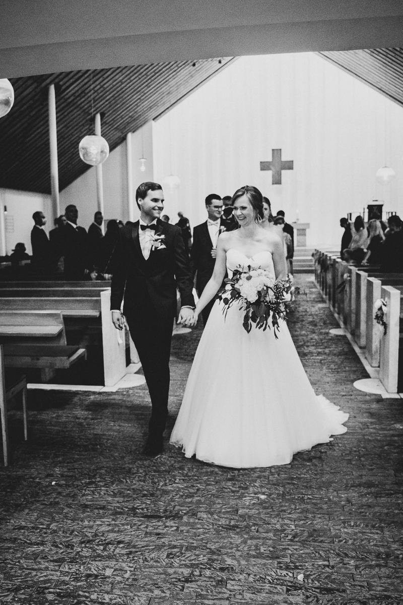 Hochzeitsreportage Bremen Auszug aus der Kirche des Brautpaares