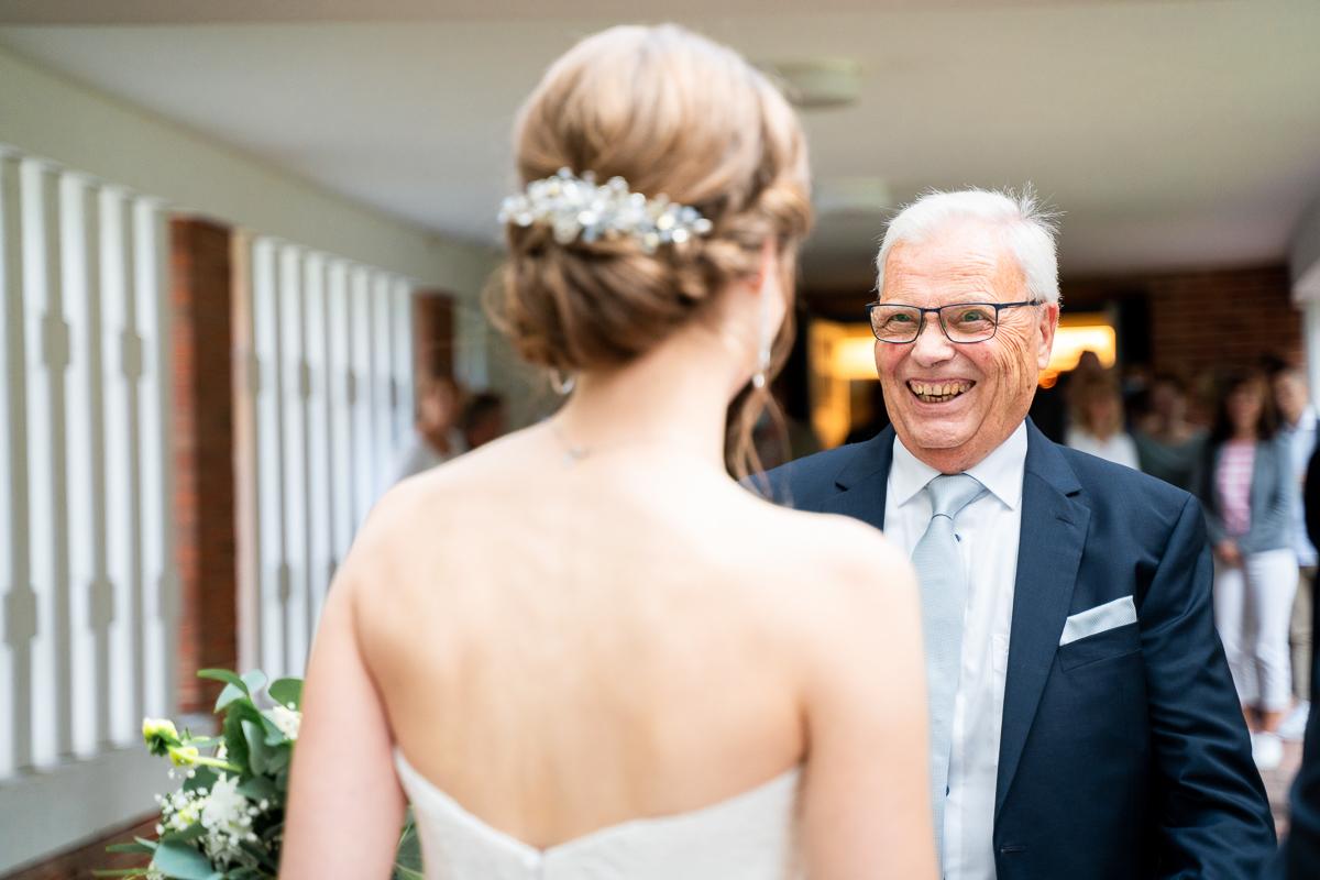 Gratulationen für das Brautpaar kirchliche Hochzeit in bremen