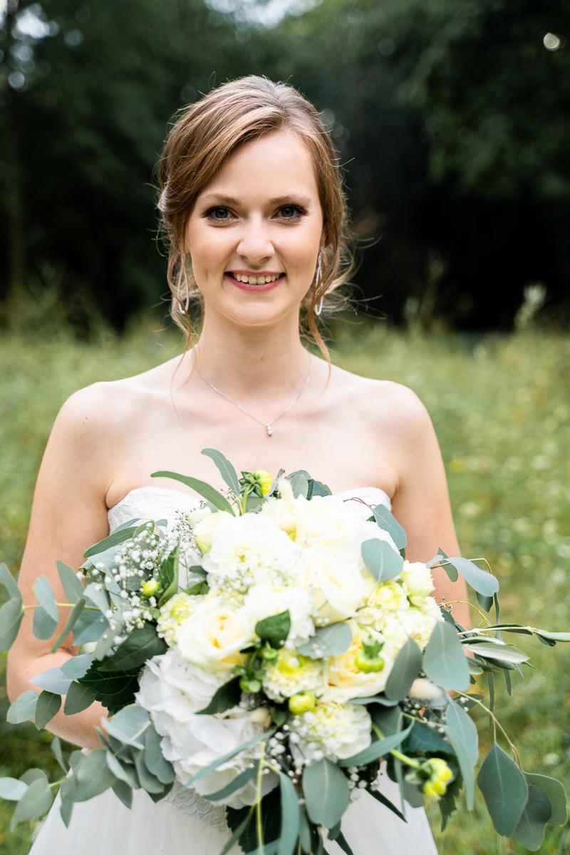 Braut mit Brautstrauß kirchliche Trauung Bremen