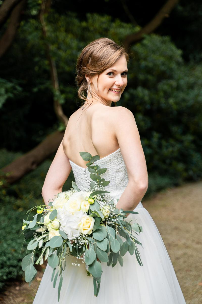 Hochzeitsfotos Bremen Portrait der Braut mit Rückenausschnitt