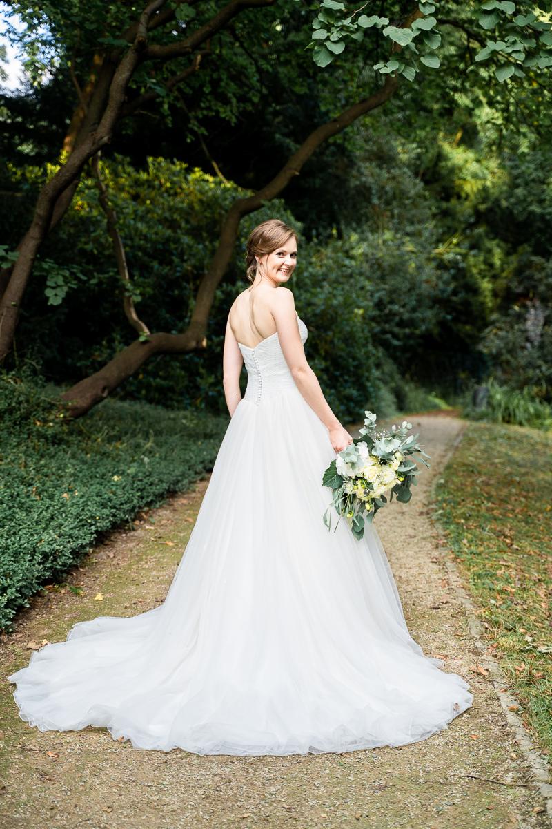 Brautfoto Brautkleid mit Rückenausschnitt Hochzeitsfotos Bremen