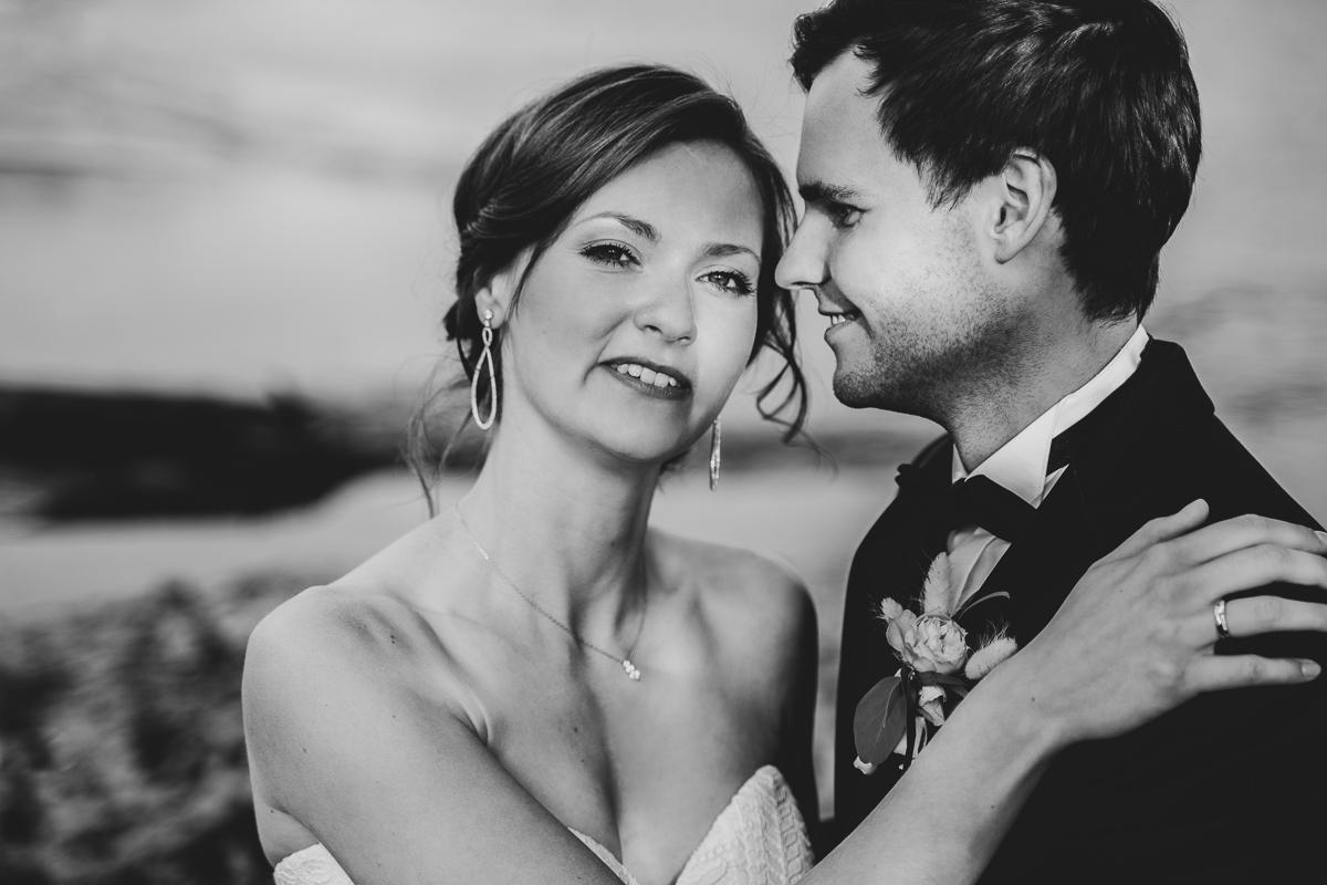 Schwarz weiß Portrait am Wasser Hochzeitsfotos Bremen
