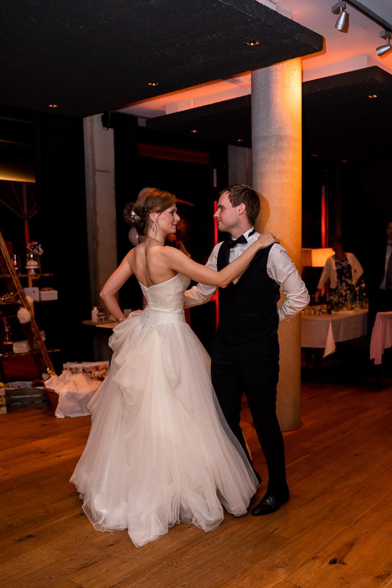 First Dance Hochzeitsfotograf Bremen Riva