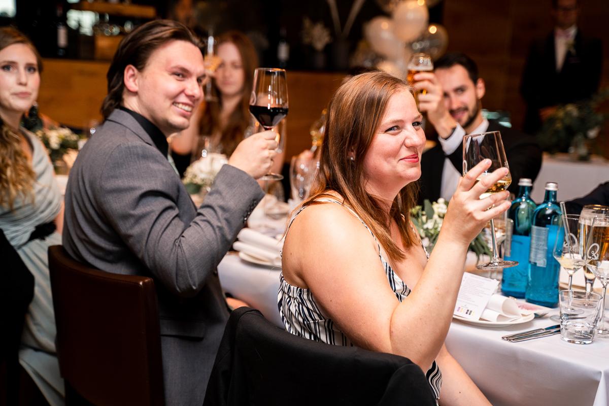 Ein Toast auf das Brautpaar Hochzeitsfotos Bremen