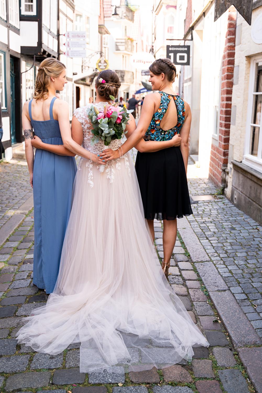 Fotos mit den Trauzeugen bei der Hochzeitsreportage Bremen