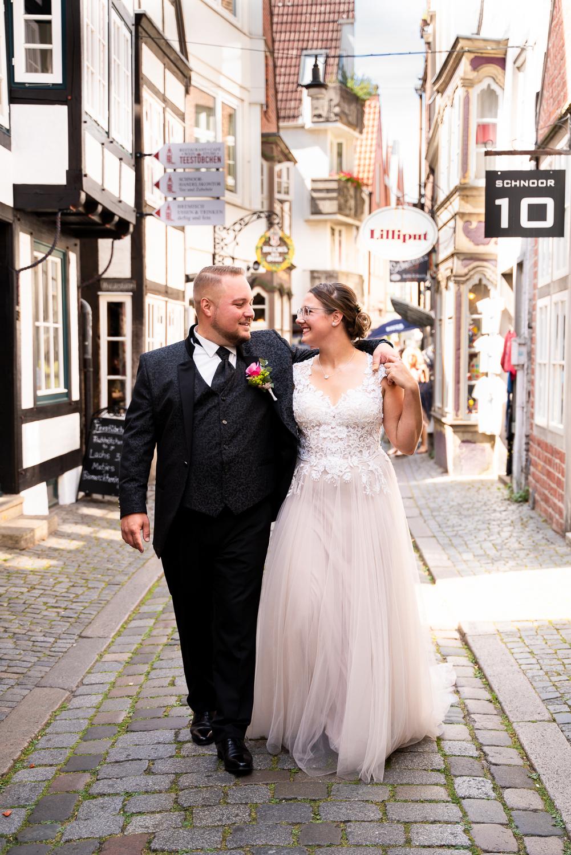 Urbane Hochzeitsfotos im Schnoor Bremen Hochzeitsfotografin Verden