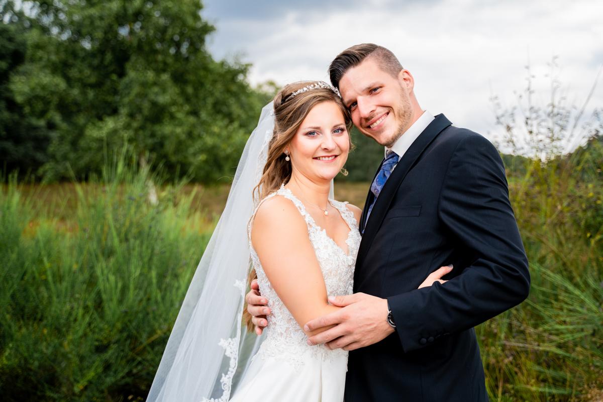 Hochzeitsfotografin bremen Fotos in der Heide nach der kirchlichen Trauung