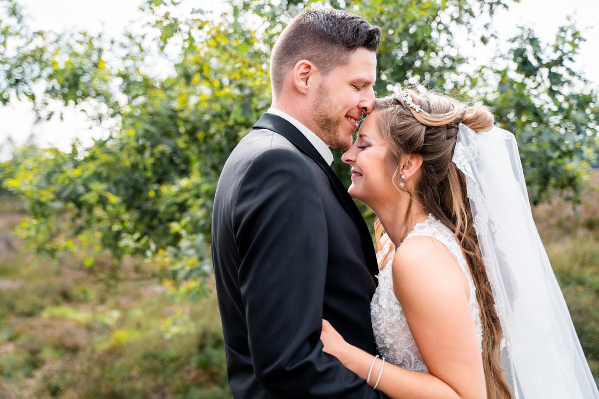 Hochzeitsfotografin Oldenburg Fotoshooting nach der Trauung in der Heide