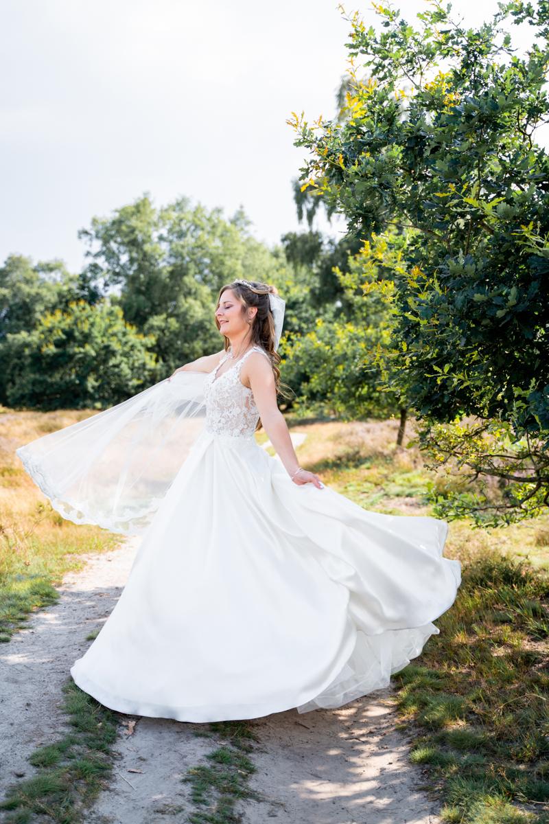 Tanzende Braut Pestruper Heide Hochzeitsfotografin Bremen Hochzeitsfotos