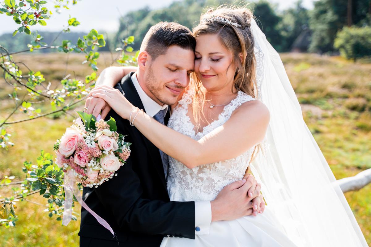 Brautpaar in der Pestruper Heide Hochzeitsfotos Bremen und Umland
