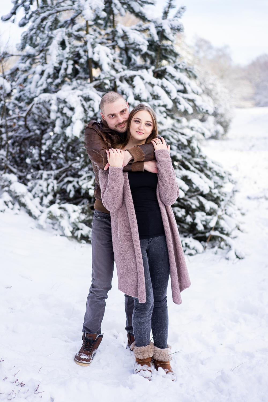Paarfotos beim Familienshooting im Schnee Fotografin Bremen