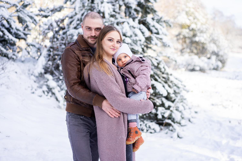 Familienbilder im Schnee Fotoshooting Fotografin Bremen Familienzeit