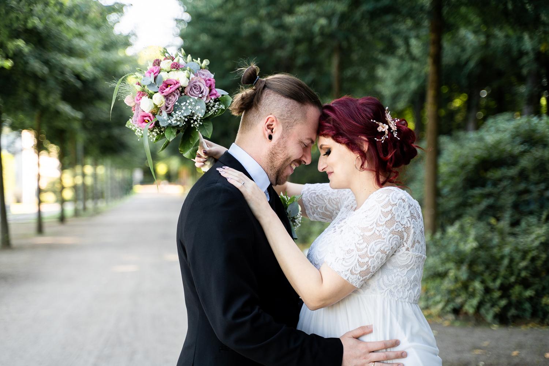 Hochzeitsfotos im Sommer am Parkhotel Hochzeitsfotografin Alternative Style