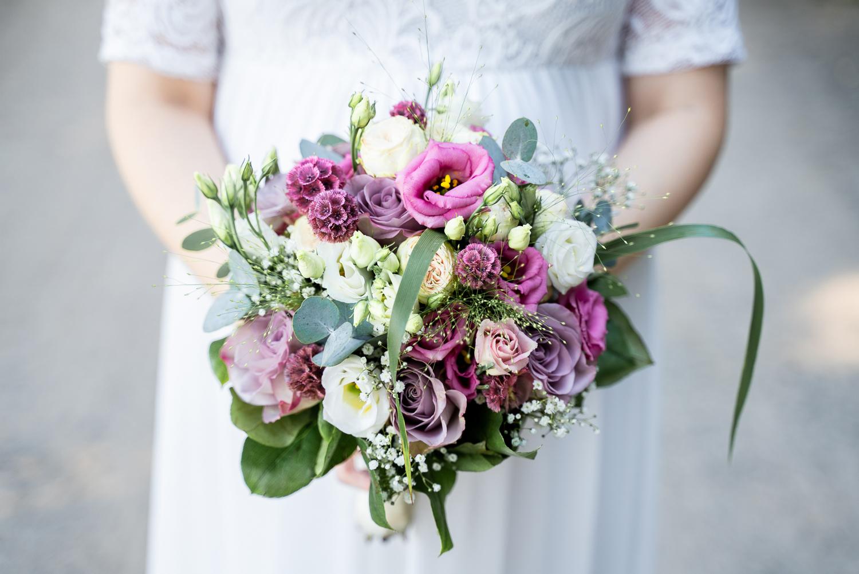 Sommerlicher Brautstrauß Hochzeitsfotografin Bremen