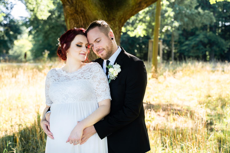 Hochzeitsfotos im Bürgerpark mit schwangerer Braut Hochzeitsfotografin bremen