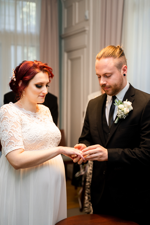 Ringwechsel im Standesamt Bremen Mitte Hochzeitsfotograf bremen