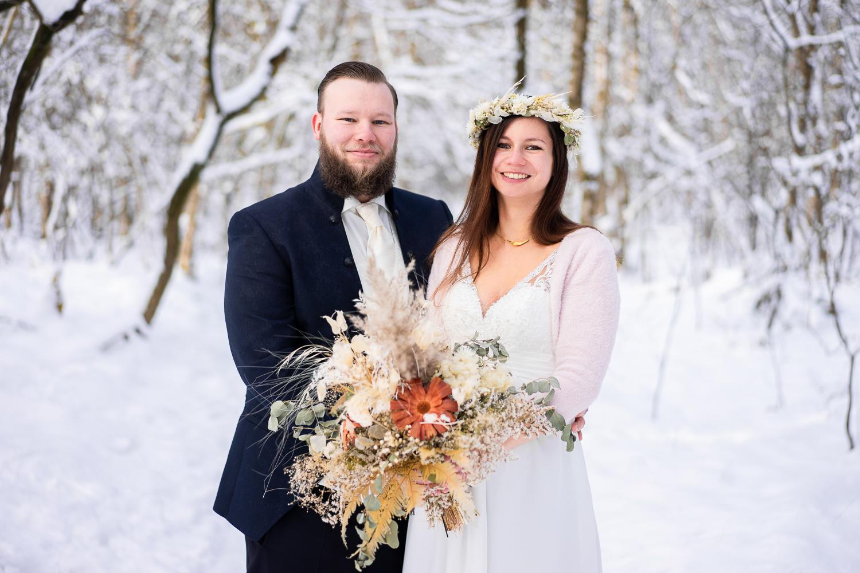 Winterhochzeit Paarfotos im Schnee Hochzeitsfotografin bremen