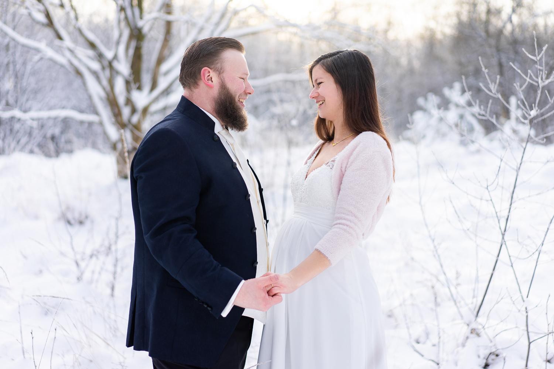Schwangere Braut Winterhochzeit in bremen Hochzeitsfotografin Osterholz Scharmbeck