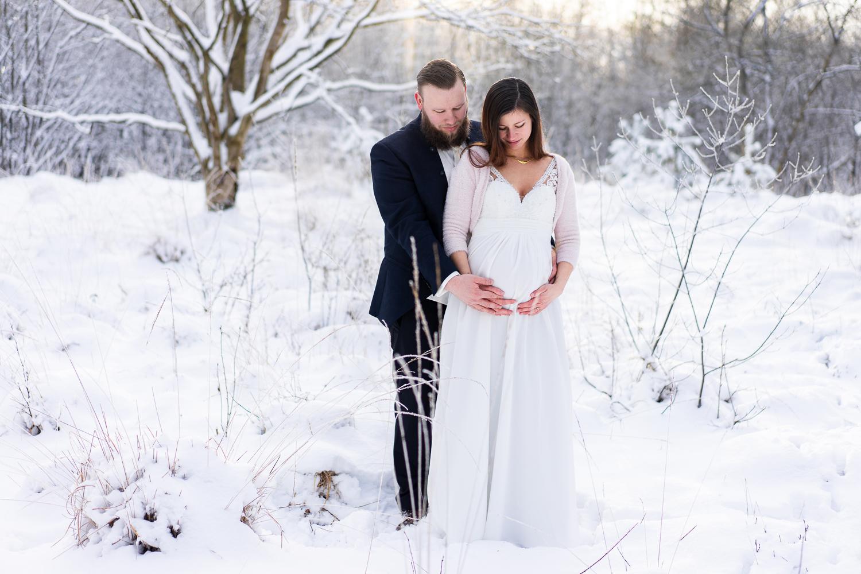 Schwangere Braut im Winter Hochzeit mit Babybauchfotos Winterhochzeit Fotografin bremen