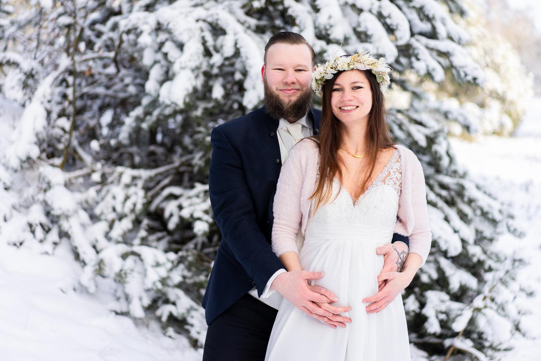 Hochzeitsfotos mit Babybauch Heiraten im Winter Hochzeitsfotografin bremen