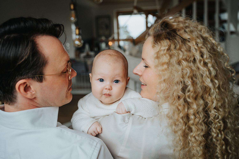 Homestory Babyshoot Fotoshooting mit der Familie Bremen Fotografin für Homestory