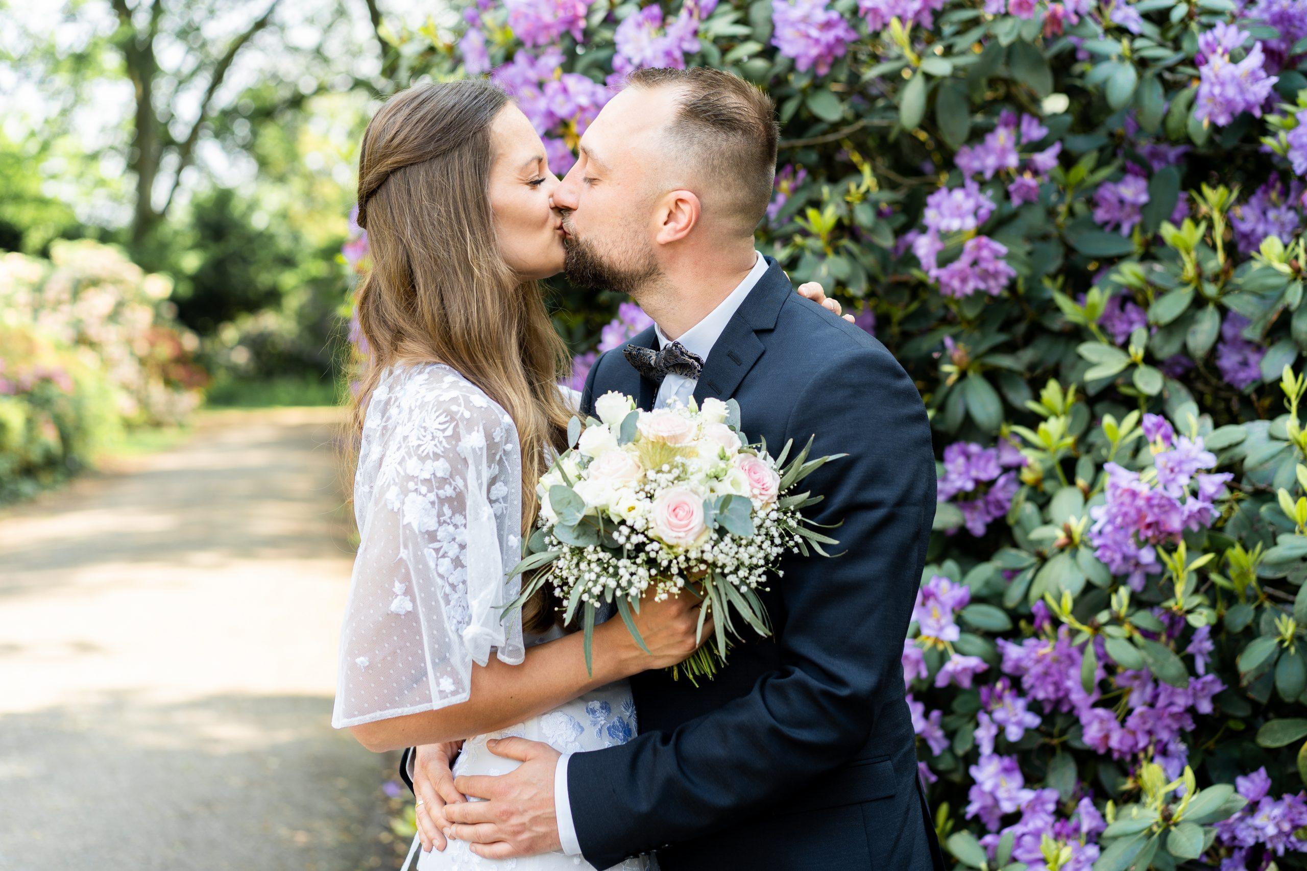 Kuss Hochzeit Liebe Hochzeitsfotografin Brmen Rhododendronpark Hochzeitstag