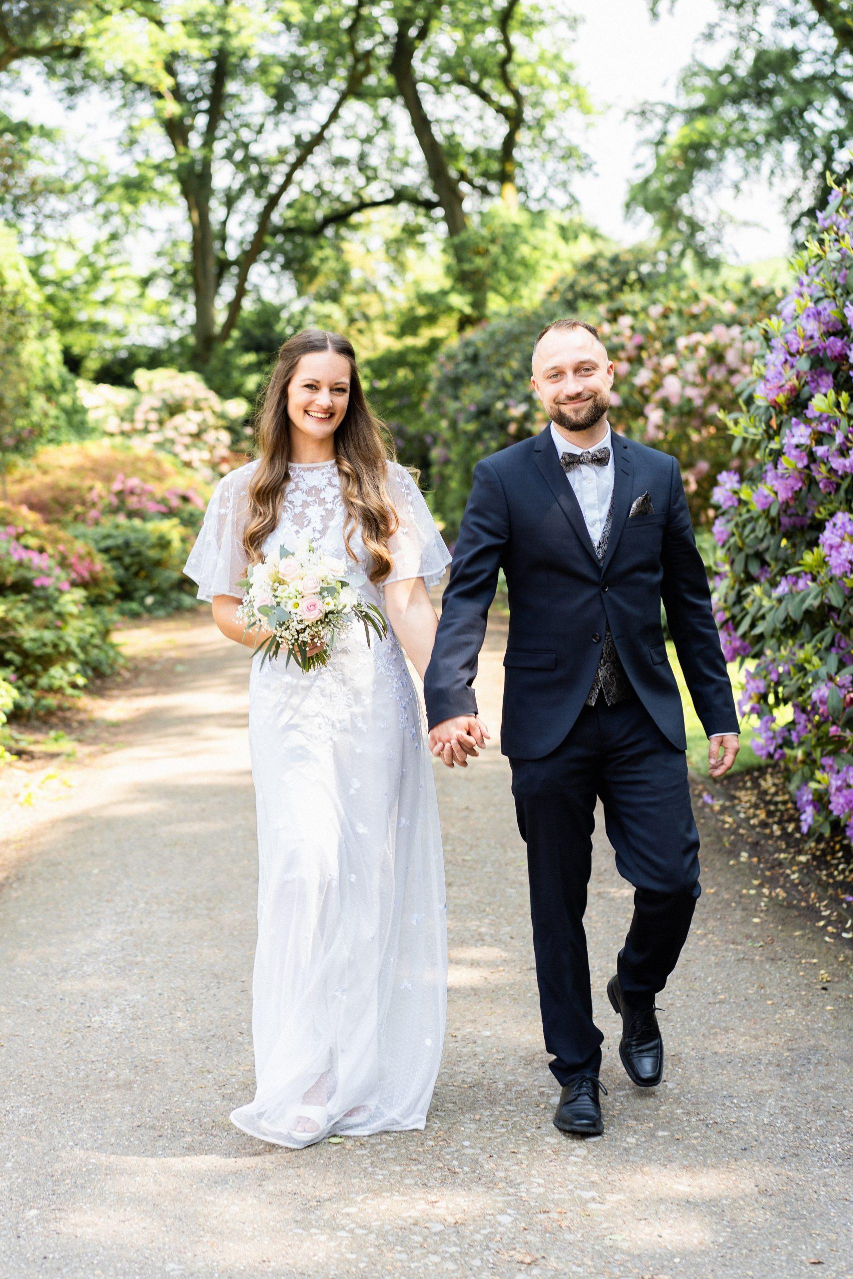 Hochzeitspaar Hochzeit im Park Rhododendronpark Hochzeit im Freien