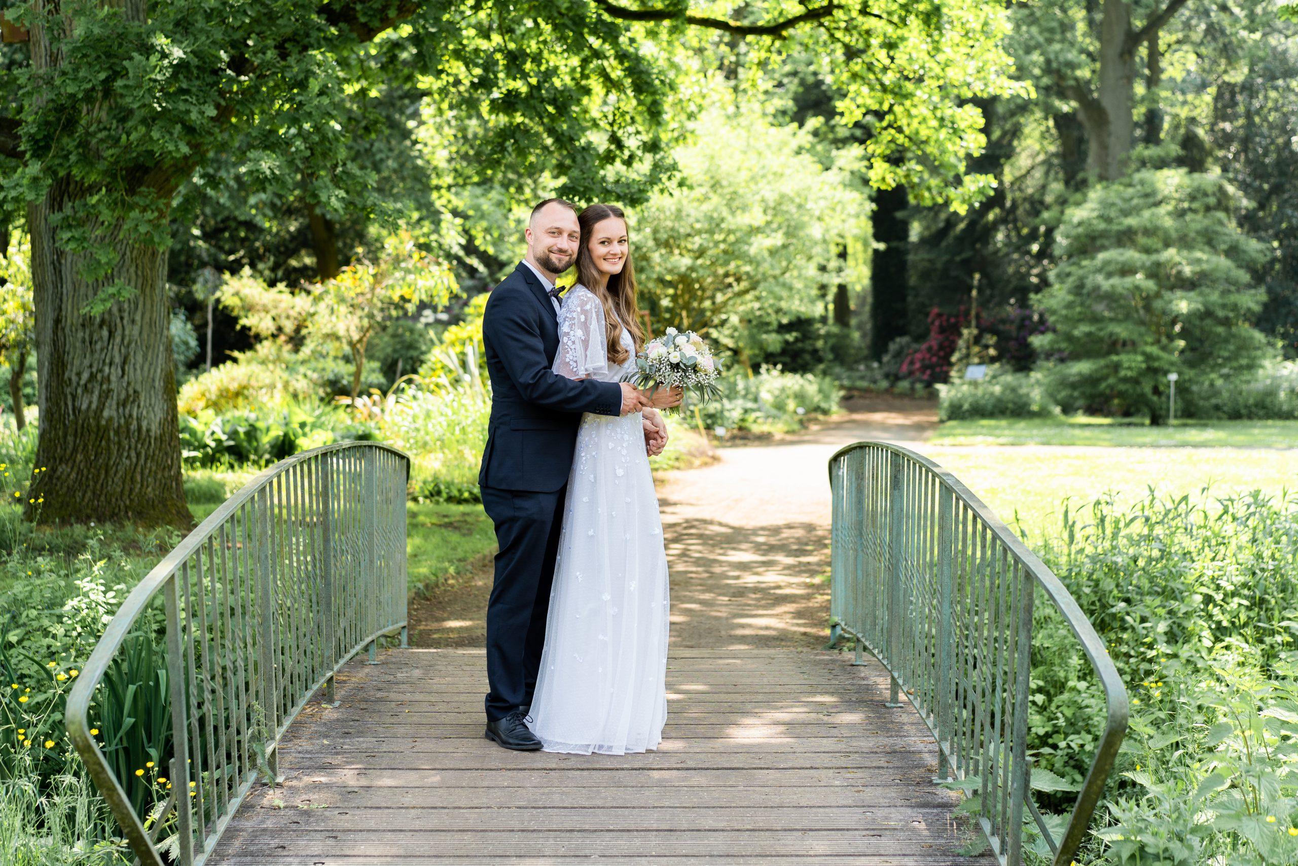 Outdoorwedding Rhododendronpark Hochzeitsfotos Brautpaar