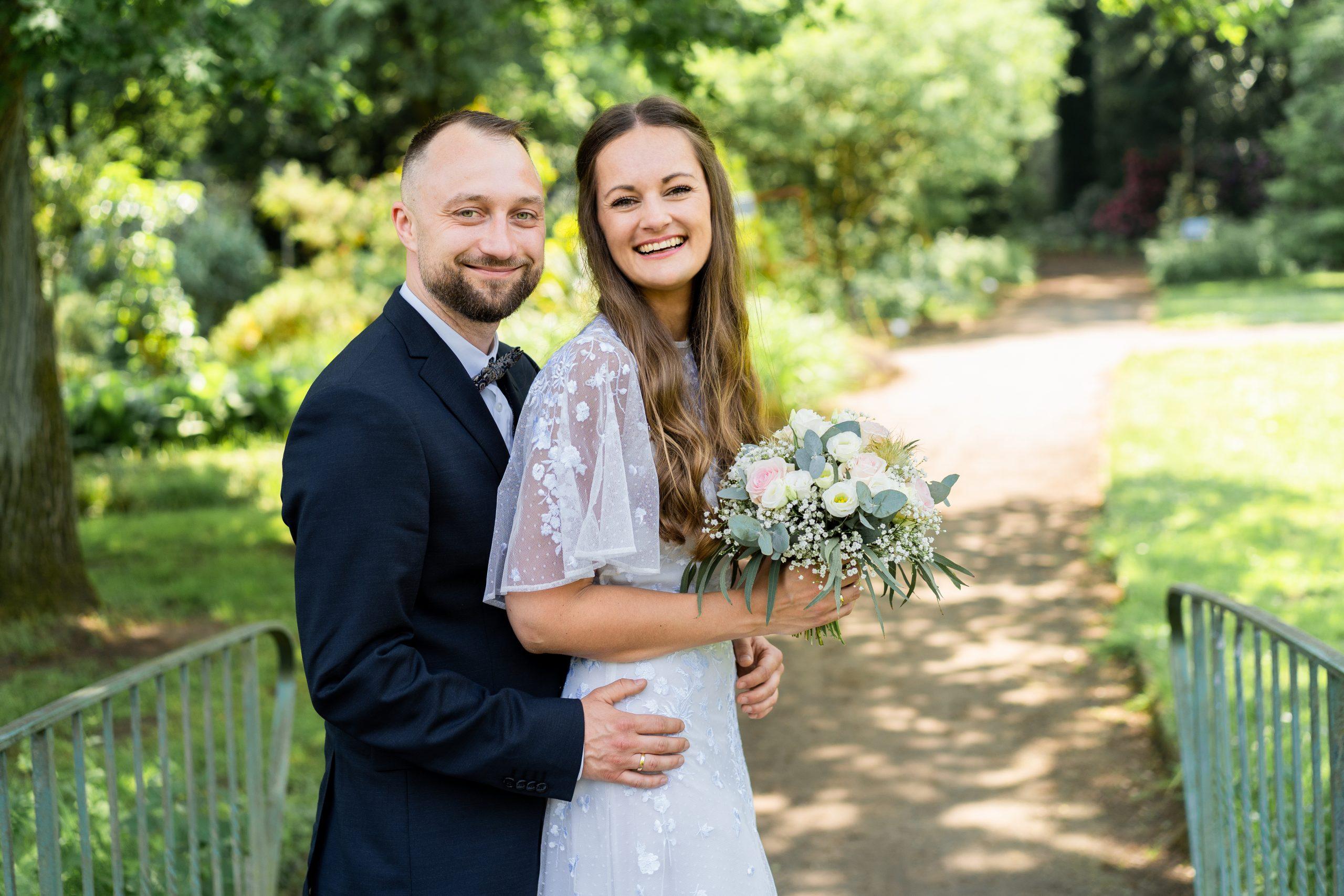 Pärchenfotos Hochzeitspaar Ehepaar Eheshooting Wedding Photography Bremen Rhododendronpark