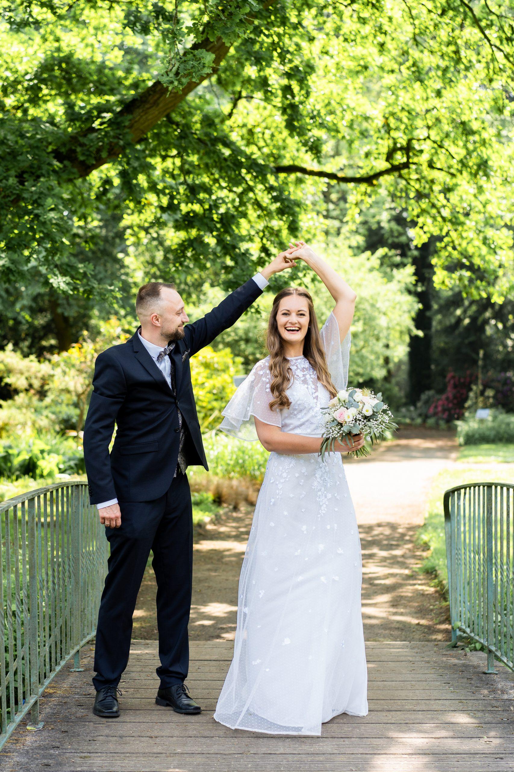 Fotografie Hochzeit Hochzeitsfotograf Hochzeitstanz Rhododendronpark Brautpaar, Hochzeitspaar Braut Bräutigam Wedding Outdoorshoot Hochzeitsfotografie im Freien