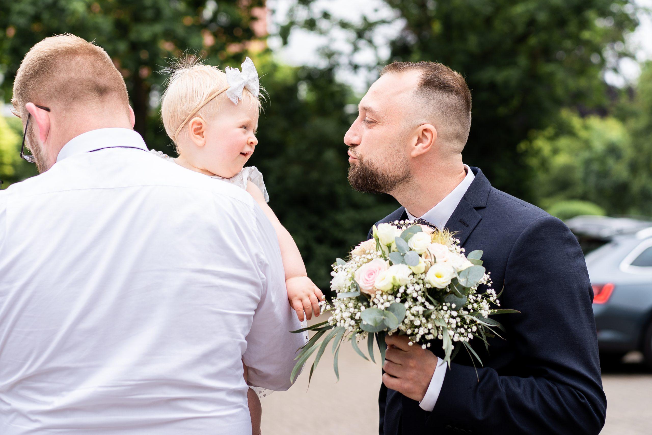 Hochzeitsempfang Familie Hochzeitsgäste Fotograf Weyhe Bräutigam