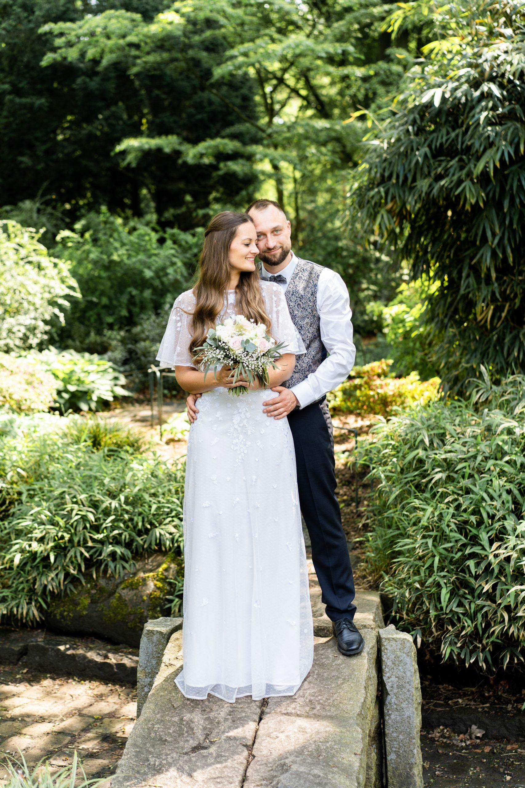 Brautpaarshooting Rhododendronpark Brautpaar Hochzeitsfotografie Natur