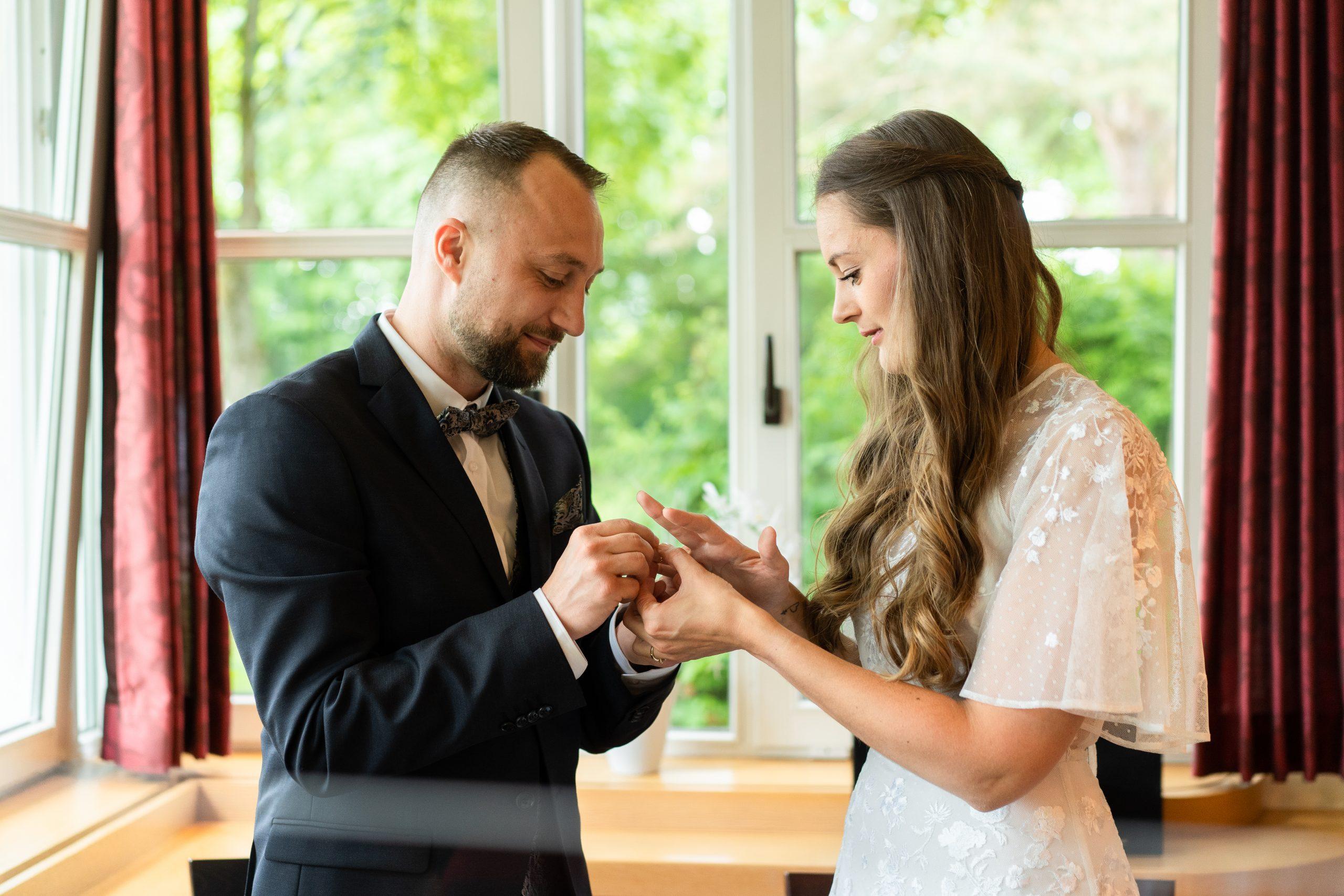 Ringe Brautpaar Ringtausch Standesamtbilder Hochzeitsfotograf Hochzeit Fotografie Weyhe